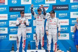 Podium: el ganador, Sébastien Loeb, Citroën C-Elysée WTCC, Citroën World Touring Car team, segundo,