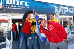Sébastien Loeb, Citroën C-Elysee WTCC, Citroën World Touring Car team and Tom Coronel, Chevrolet RML