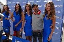 Tiago Monteiro, Honda Racing Team JAS, mit Girls