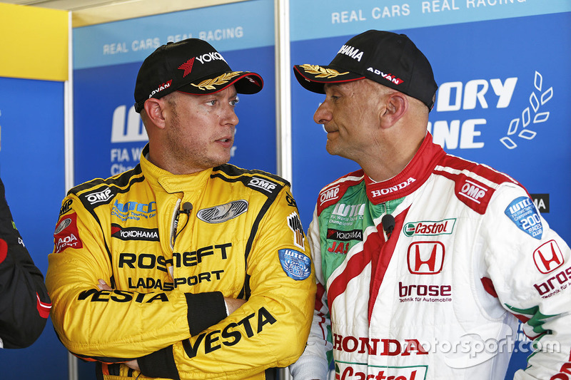 Rob Huff, Lada Vesta WTCC, Lada Sport Rosneft, Gabriele Tarquini, Honda Civic WTCC, Honda Racing Tea