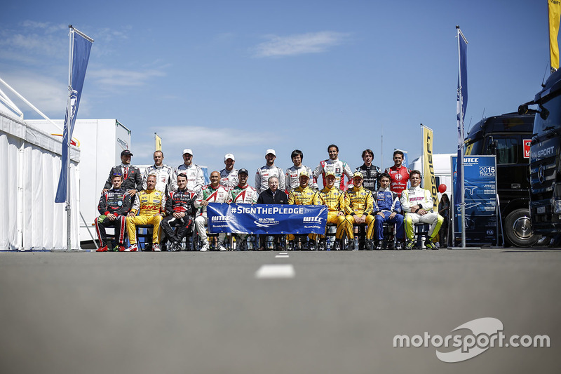 Drivers group photo with Jean Todt, FIA president