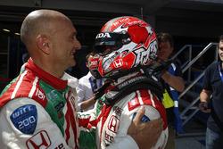 Race winner Tiago Monteiro, Honda Civic WTCC, Honda Racing Team JAS with Gabriele Tarquini, Honda Ci