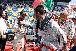 Race winner Tiago Monteiro, Honda Civic WTCC, Honda Racing Team JAS and Jose Maria Lopez, Citroën C-