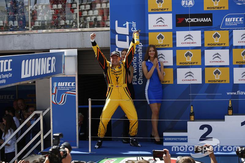 Подиум: второе место - Роб Хафф, Lada Vesta WTCC, Lada Sport Rosneft