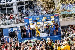 Podium: race winner Tiago Monteiro, Honda Civic WTCC, Honda Racing Team JAS, second place Rob Huff, Lada Vesta WTCC, Lada Sport Rosneft, third place Norbert Michelisz, Honda Civic WTCC, Zengo Motorsport
