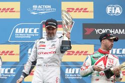 Podium: race winner Yvan Muller, Citroën C-Elysee WTCC, Citroën World Touring Car team, third place Tiago Monteiro, Honda Civic WTCC, Honda Racing Team JAS