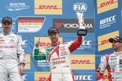 Podium: third place Tiago Monteiro, Honda Civic WTCC, Honda Racing Team JAS