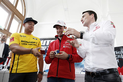 Jose Maria Lopez, Citroën C-Elysee WTCC, Citroën World Touring Car Team; Rob Huff, Lada Vesta WTCC,