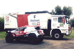 The RD Rallye Team prepares Romain Dumas and François Borsotto's Peugeot 2008 DKR15+