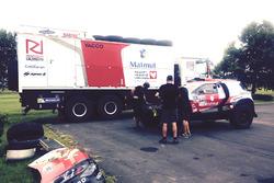 El RD Rallye Team se preparan Romain Dumas y de François Borsotto Peugeot DKR15 2008