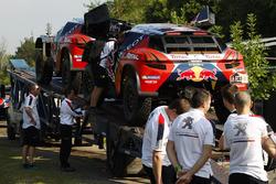 Peugeot Sport mecánicos trabajando