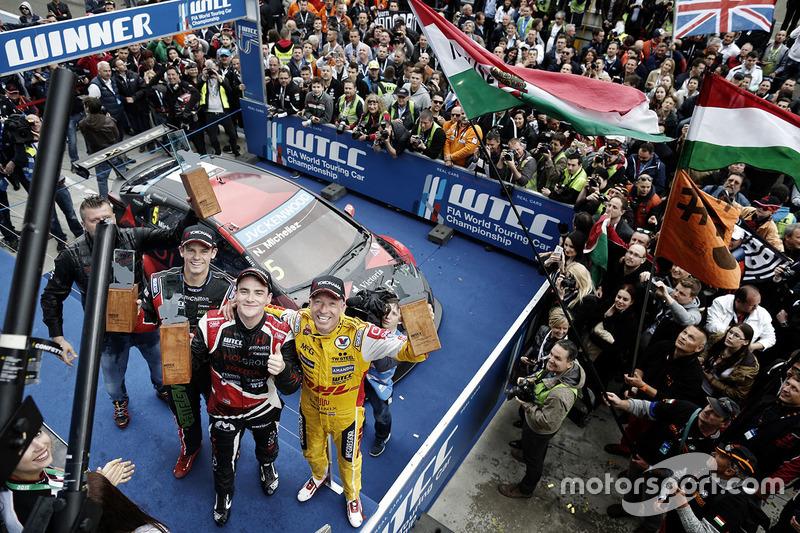 Podium: race winner Norbert Michelisz, Honda Civic WTCC, Zengo Motorsport, second place Tom Coronel,