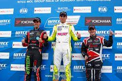Podium: Hugo Valente, Chevrolet RML Cruze TC1, Campos Racing, Norbert Michelisz, Honda Civic WTCC, Zengo Motorsport, Tom Chilton, Chevrolet RML Cruze TC1, ROAL Motorsport