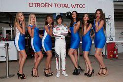 Ma Qing Hua, Citroën C-Elysée WTCC, Citroën World Touring Car team met grid girls