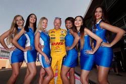 Tom Coronel, Chevrolet RML Cruze TC1, ROAL Motorsport ile grid kızları