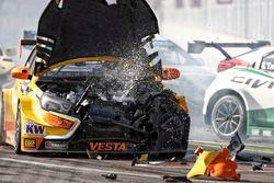 Unfall von Mikhail Kozlovskiy, Lada Vesta WTCC , Lada Sport Rosneft