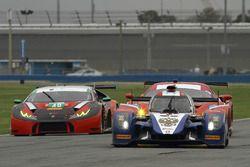BR01 Nissan команды SMP Racing: Михаил Алешин, Кирилл Ладыгин, Маурицио Медиани и Николя Минассян