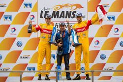 Podium: winners Sean Gelael and Antonio Giovinazzi