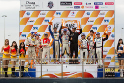 GT podium: winners Joshua Hunt, Dominic Ang, second place Jeffrey Lee, Alessio Picariello, Adderly F