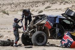 #314 Peugeot: Sèbastien Loeb, Daniel Elena después del accidente