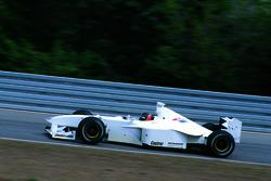 يورغ مولر يختبر سيارة بي أم دبليو للفورمولا1 بهيكل سيارة 1998 لويليامز