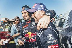 Categoria auto: il vincitore Stéphane Peterhansel, Peugeot Sport con il compagno di squadra Cyril De