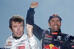 الفائز عن فئة السيارات: ستيفان بيترانسيل مع المدير الرياضي لبيجو برونو فامين
