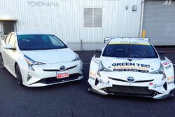 Toyota Prius V8