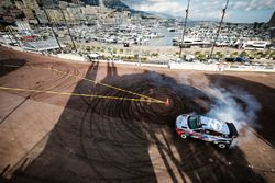 Thierry Neuville, Hyundai Motorsport gives VIP rides