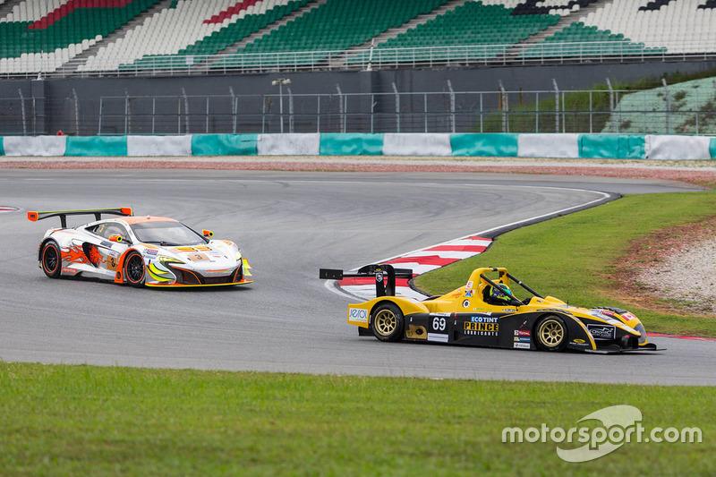 #69 Atlantic Racing Team Wolf Racing GB08: Shinyo Sano, Zen Low and #3 Clearwater Racing McLaren 650