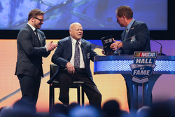 Marcus Smith y su padre, Bruton Smith y Darrell Waltrip