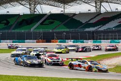 #3 Clearwater Racing McLaren 650S GT3: Weng Sun Mok, Rob Bell, Keita Sawa with grid girls