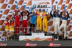 Podio LMP2: winners Sean Gelael, Antonio Giovinazzi, Jagonya Ayam with Eurasia, second place Nicolas Leutwiler, Oliver Webb, Race Performance, third place Michael Munemann, Dean Koutsoumidis, Jamie Winslow, Algarve Pro Racing