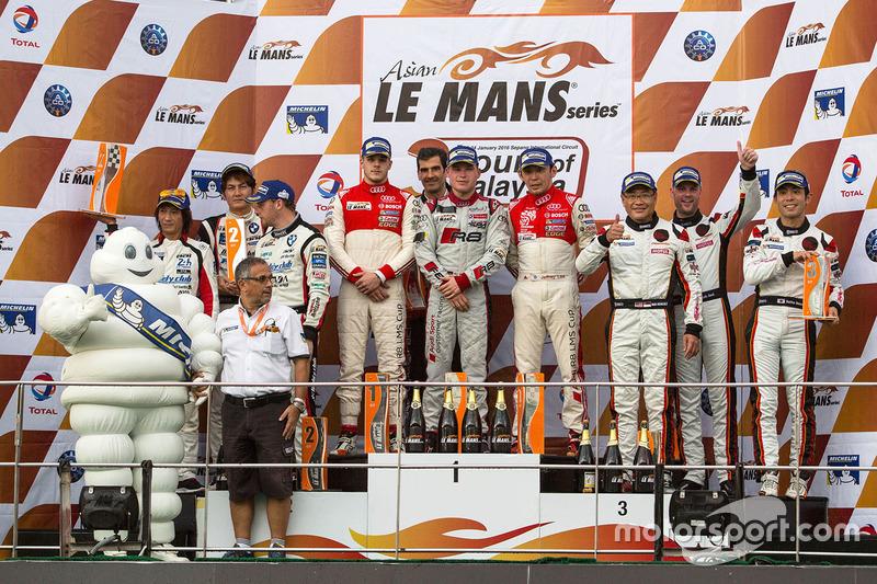 GT组颁奖仪式:绝对车队、AAI车队、Clearwater Racing