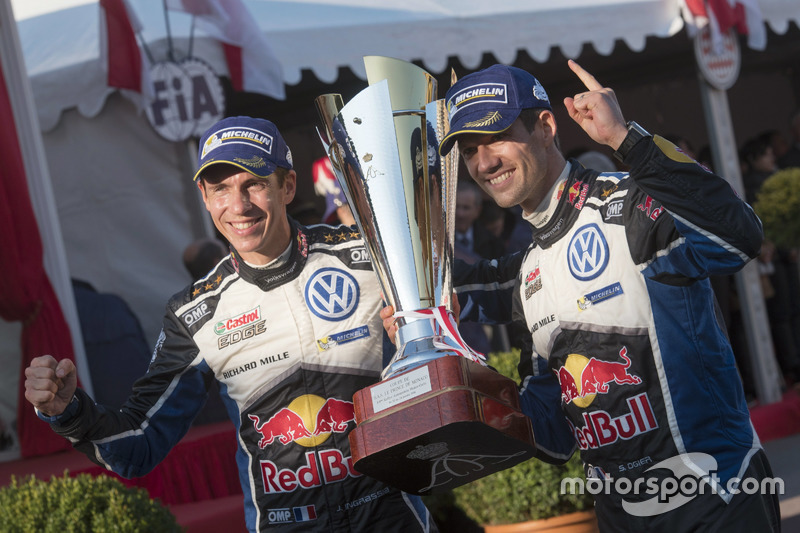 Podium: Sieger Sébastien Ogier, Julien Ingrassia, Volkswagen Motorsport