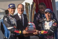 Podium: Sieger Sébastien Ogier, Julien Ingrassia, Volkswagen Motorsport mit Prinz Albert von Monaco