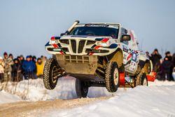Владимир Фролов и Кирилл Шубин, Nissan NP300