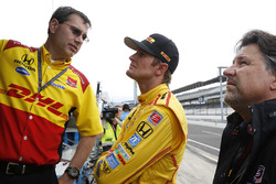 Ryan Hunter-Reay with race engineer Ray Gosselin and team owner Michael Andretti