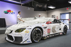 Lucas Luhr and John Edwards remove the covers from the 100th anniversary liveried BMW M6 GTLM