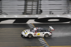 #911 Porsche Team North America Porsche 911 RSR: Ник Тэнди, Кевин Эстре, Патрик Пиле