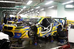 Машина BMW M6 GT3 в гараже