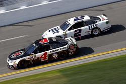 Kevin Harvick, Stewart-Haas Racing Chevrolet, Brad Keselowski, Penske Racing Ford