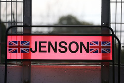 Pit board di Jenson Button, McLaren