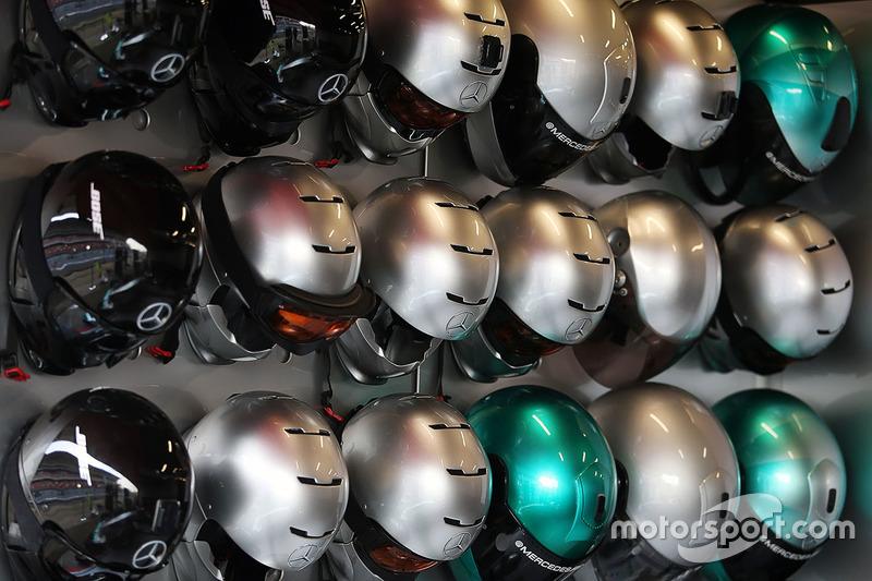 Mercedes AMG F1 cascos del equipo