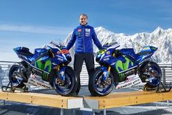 Руководитель команды Movistar Yamaha MotoGP Team Массимо Мерегалли с мотоциклами Yamaha YZR-M1 2016 года Хорхе Лоренсо и Валентино Росси, Yamaha Factory Racing