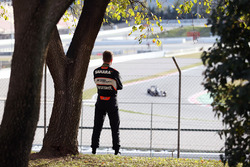 Nico Hülkenberg, Sahara Force India F1 watches the action