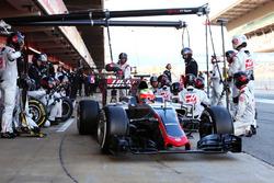 Esteban Gutierrez, Haas F1 Team VF-16 s'entraîne aux arrêts aux stands