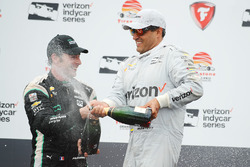 Podium: racewinnaar Juan Pablo Montoya, Team Penske Chevrolet, tweede plaats Simon Pagenaud, Team Penske Chevrolet