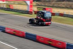 Вантажівка Tata T1 Prima в дії