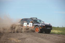 #15 Colombian Arrow Porsche Cayenne S Transsyberia: Christian Pfeil-Schneider et Tommy Steuer